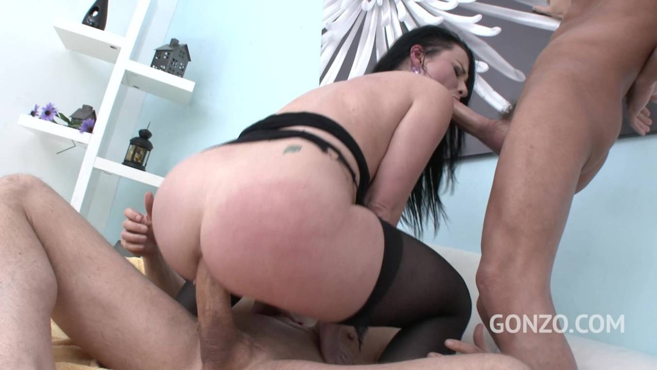LegalPorno - Gonzo_com - Veruca James welcome to Gonzo! brutal 3on1 DP for American PAWG SZ1626