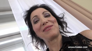 Sissy Neri - Italian Milf has black feeling and tests two black bulls IV068