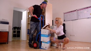 Delivery dude stuffs his big hard dick deep into Chessie Kay's juicy pussy GP497 screenshot