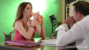 Sexy bombshell Samantha Bentley sucks toy & dick during hardcore audition GP520 screenshot
