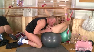 Insatiable gym slut Cayenne Klein deep throats dude's big dick before fuck GP736 screenshot