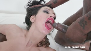 Laura Fiorentino comes to get fucked like a bitch & drinks african champagne IV447 screenshot