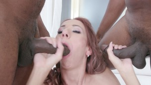 Paris Devine gets fucked by 3 BBC IV530 screenshot